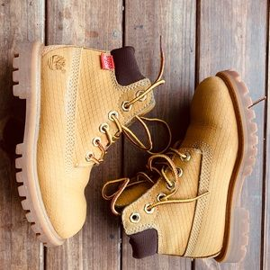 Little boy Timberland boots in good condition.